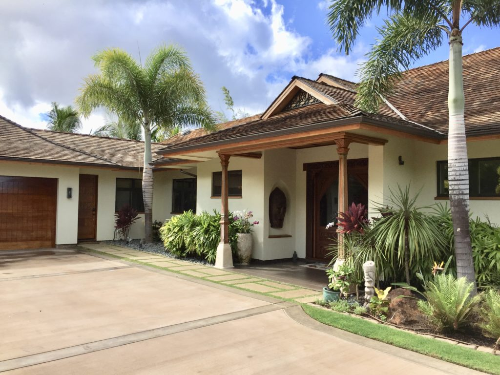 Buying homes Launiupoko